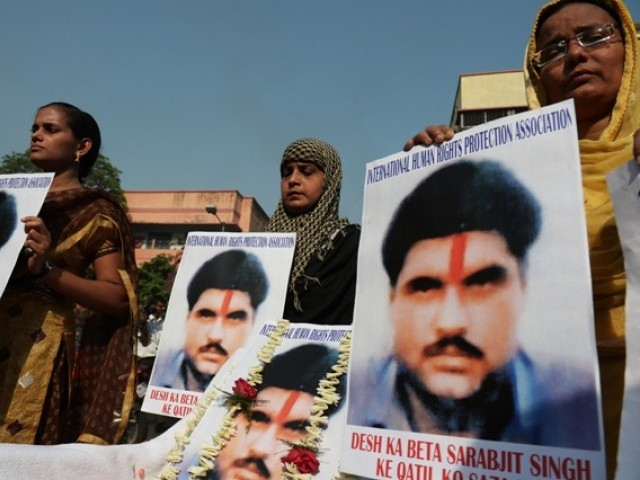 Indian activists pose with pictures of  late Sarabjit Singh as they pay tribute to him in Kolkata. PHOTO: AFP/FILE