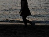 walk-woman-beach-2-2