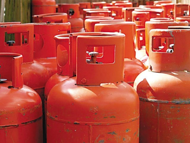 The demand for LPG typically soars with the onset of winter as many households and industrial units, which do not receive natural gas from the pipeline network, turn to LPG. PHOTO: FILE
