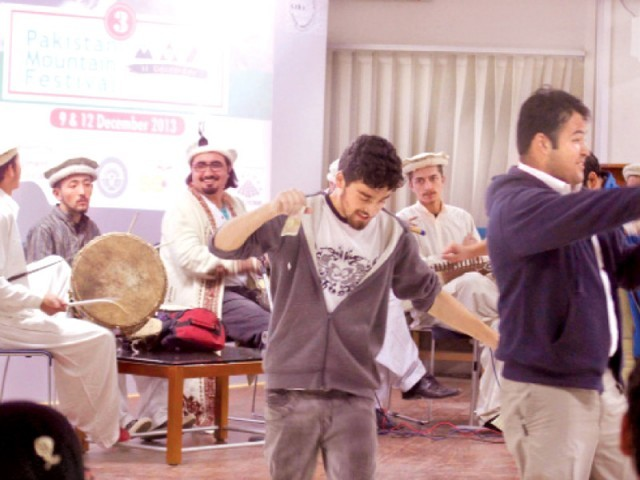 Participants of the art competition (L) locals dance to the beat of the drum. PHOTO: EXPRESS