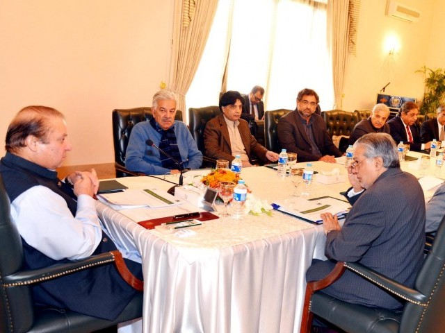 Prime Minister Nawaz Sharif (L) chairs a meeting to discuss tax reforms with Federal Ministers of Finance, Water and Power, Petroleum, Interior and Information. PHOTO: PID
