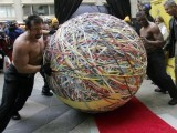 Workers roll a rubberband ball to a scale for certification of weight during a Guinness Book of World Records official weigh-in in Chicago November, 2006. The 4,594 pound (2,084 kg) ball beat the previous record of 3,120. PHOTO: REUTERS