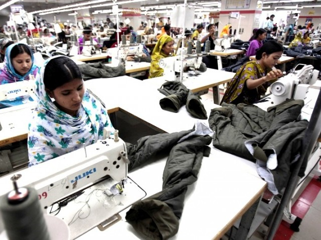 Nearly 40% of garment factories in Dhaka fail to pay new minimum wage announced last year to garment workers. PHOTO: REUTERS