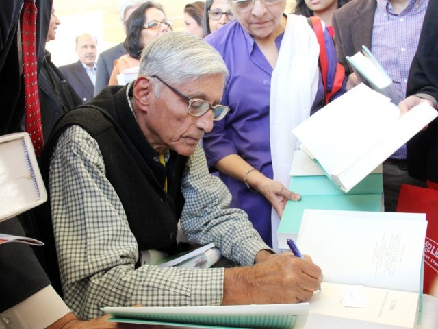 Dr Rajmohan Gandhi signing autographs for his admirers. PHOTO: ATHER KHAN/AYESHA MIR/EXPRESS