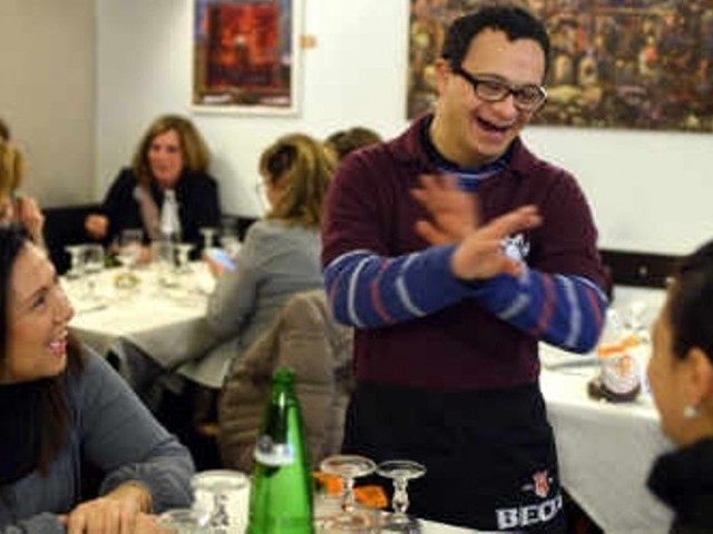 A waiter at the Girasoli restaurant in Rome chats to customers. PHOTO: AFP