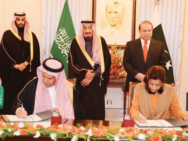 Premier Nawaz and the Saudi crown prince witness the agreement signing ceremony. PHOTO: PID