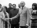 Accompanied by his daughter Benazir Bhutto, Zulfikar Ali Bhutto shakes hands with Indian Prime Minister Indira Gandhi1972. PHOTO: AFP