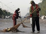 workers-clean-long-march-islamabad-sit-in-reuters-2