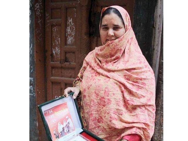 This lady health worker, a widow, has potentially safeguarded the lives of a thousand children through anti-polio inoculations. Photo: Muhammad Iqbal/Express