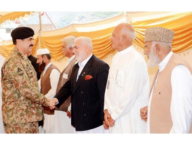 Gen Raheel Sharif meets notables in Swat. PHOTO: NNI
