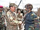 Army chief General Raheel Sharif meets the SSG Unit commanding officer during his visit to Miramshah. PHOTO: APP