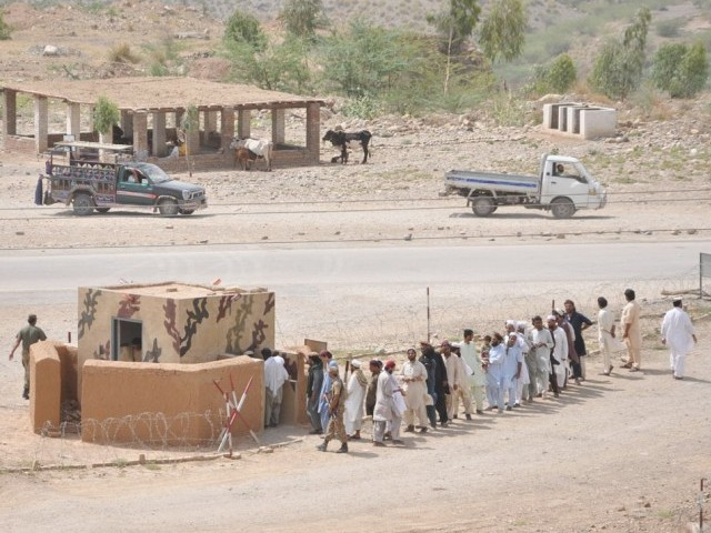 According to PTI Khyber-Pakhtunkhwa (K-P) President Azam Swati, over 181,000 people were registered at a checkpoint in Bannu. PHOTO: NNI