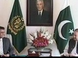 Express News screengrab of MQM Deputy Convener Khalid Maqbool Siddiqui and Prime Minister Nawaz Sharif.