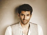 aditya-roy-kapur-nice-pose-photo-shoot-quirky-blackberrys-fall-winter-collection-copy