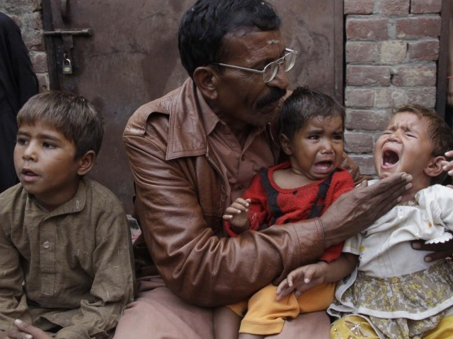 Shama's father with her three children. PHOTO: SHAFIQ MALIK/EXPRESS