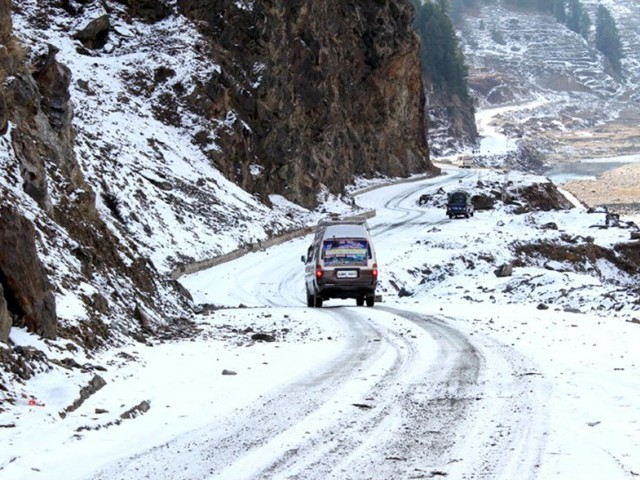 A van moves along the precarious snow-covered road in Kaghan Valley on January 14, 2015, as the region received its first snowfall of the season. PHOTO: PPI