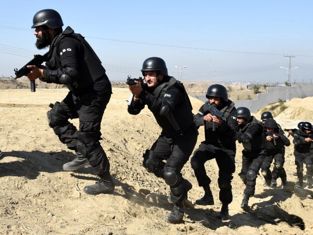 Policemen demonstrate their skills during a special elite police training course at a police training centre in Nowshera, a district in the Khyber Pakhtunkhwa Province on February 11, 2015. PHOTO: AFP
