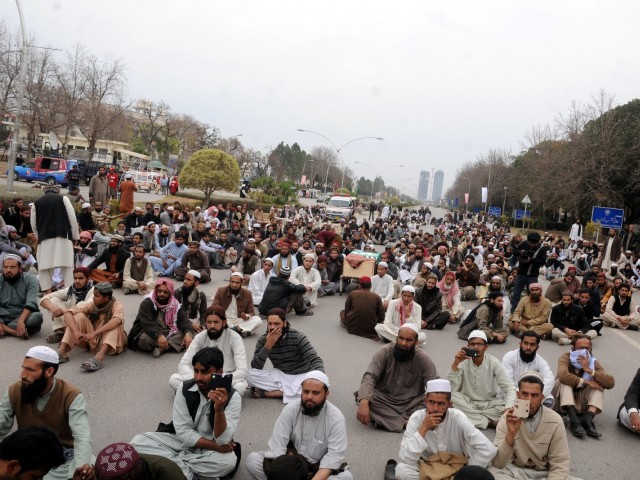 ASWJ protest sit-in outside the Supreme Court in Islamabad on Sunday, February 15, 2015/ PHOTO: WASEEM NAZIR/EXPRESS