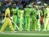 Cricketers react as Australian batsman Aaron Finch (L) walks off the field after getting out during the 2015 Cricket World Cup quarter-final match between Australia and Pakistan in Adelaide on March 20, 2015. PHOTO: AFP