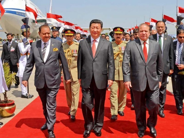 Chinese President Xi Jinping, accompanied by his Pakistani counterpart Mamnoon Hussain and Prime Minister Nawaz Sharif, walks out of the Nur Khan airbase in Rawalpindi. PHOTO: PID