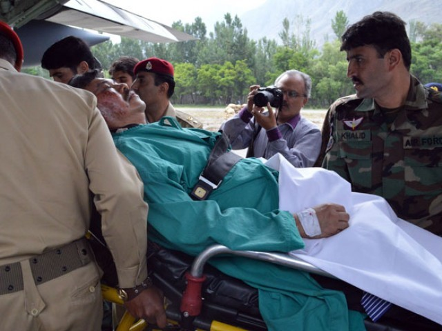 Pakistani soldiers lift injured Malaysian ambassador Hasrul Sani Mujtabar into an army helicopter in Gilgit on May 9, 2015. PHOTO: AFP