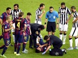 Barcelona's Uruguayan forward Luis Suarez (C) gets medical treatment after injury during the UEFA Champions League Final football match between Juventus and FC Barcelona at the Olympic Stadium in Berlin on June 6, 2015. PHOTO: AFP