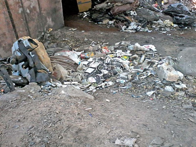 Sharps and other medical waste at HMC. PHOTO: MAHWISH QAYYUM/EXPRESS