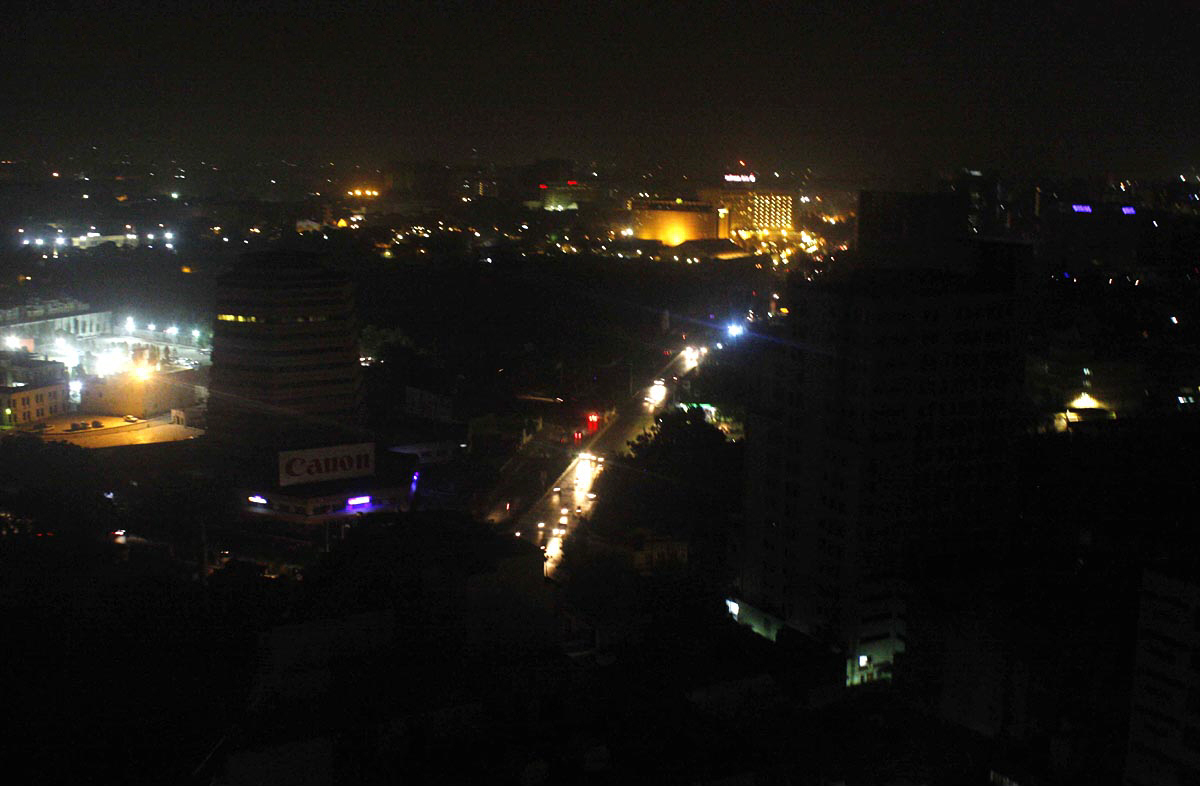 ii chundrigar road is seen plunged into darkness due to a long breakdown in karachi photo online