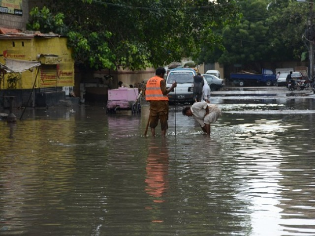 Overflowing sewage lines have yet to be cleaned in North Karachi, Gulberg. PHOTO: EXPRESS