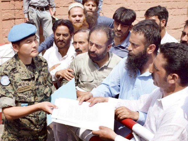 AJK leaders present a memo against India addressed to UN chief Ban Ki-moon to the UN Military Observers Group in India and Pakistan. PHOTO: NNI