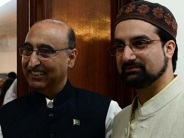 Pakistan High Commissioner to India Abdul Basit (L) with chairman of All Parties Hurriyat Conference (APHC) Mirwaiz Umer Farooq at Eid Milan hosted at the Pakistani High Commission in New Delhi. PHOTO: AFP