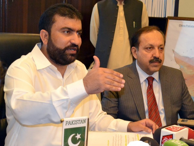 Balochistan Home Minister Sarfraz Bugti addresses a press conference in Quetta on September 8, 2015. PHOTO: BANARAS KHAN/EXPRESS