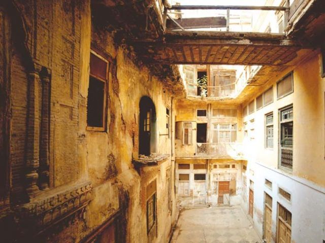 BREATHTAKING EVEN IN ITS DILAPIDATED STATE, NOORI HAVELI IS A TESTAMENT TO THE AESTHETICS OF THE SIKH ERA IN PUNJAB. PHOTO : NADEEM DAR