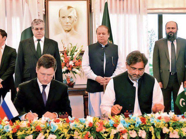 Petroleum Minister Shahid Khaqan Abbasiand Russian Energy Minister Alexander Novak sign the agreement for a gas pipeline project in Islamabad. PHOTO: PID