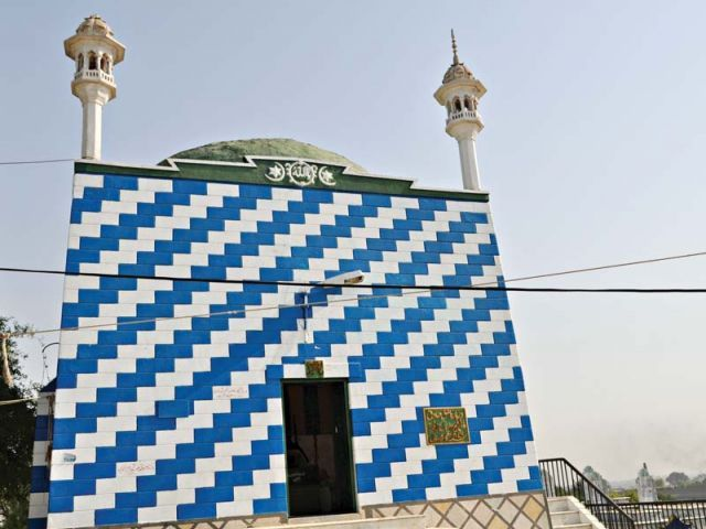 The tomb of Heer and Ranjha in Jhang. PHOTO: FILE