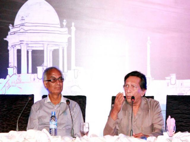 Talat Hussain addresses the Third Karachi Conference. PHOTO: PPI