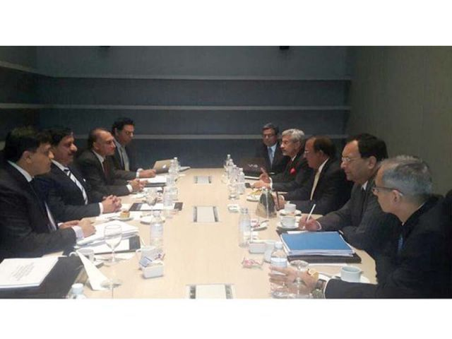 Pakistani officials (left) meet their Indian counterparts in Bangkok. PHOTO: INP
