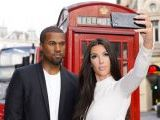 kim-kardashian-and-kanye-west-posed-for-selfies-at-some-of-the-most-famous-photo-hot-spots-in-london