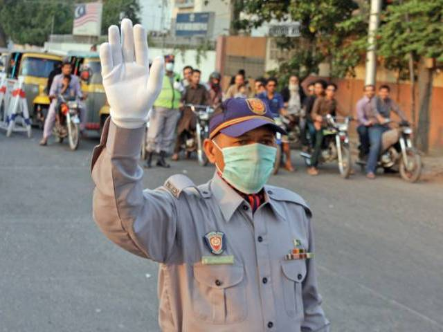 A traffic police officer. PHOTO: ATHAR KHAN/EXPRESS
