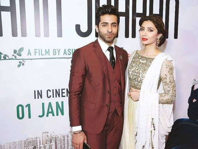 Actors Sheheryar Munawwar and Mahira Khan strike a pose at the Karachi premier of Ho Mann Jahaan. PHOTO: FILE