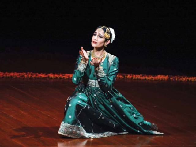 Farah Yasmeen Shaikh performs at PNCA. She received kathak training from late Pandit Chitresh Das. PHOTO: HUMA CHOUDHARY/EXPRESS
