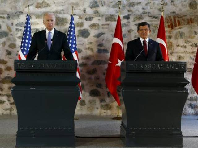 Turkish Prime Minister Ahmet Davutoglu (R) speaks during a joint news conference with U.S. Vice President Joe Biden in Istanbul, Turkey January 23, 2016. PHOTO: REUTERS