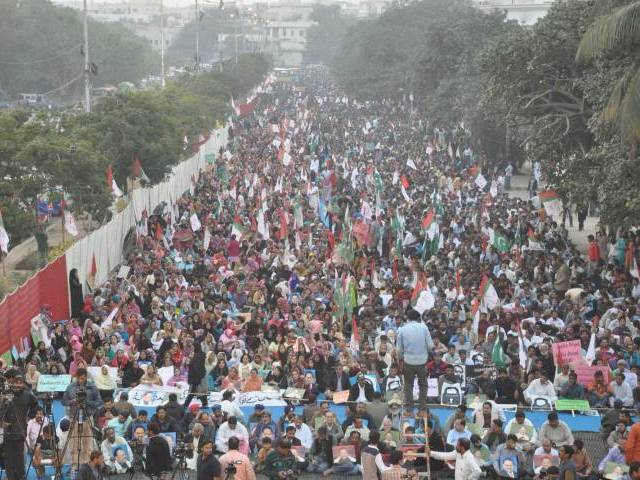 Workers and supporters of MQM protest at MA Jinnah Road in Karachi on January 24, 2016. PHOTO: MOHAMMAD SAQIB/EXPRESS
