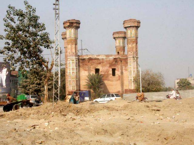 Lahore High Court issues short order to discontinue construction at sites falling within 200 feet of historical sites. PHOTO: EXPRESS