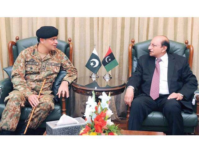 Corps Commander Lt Gen Naveed Mukhtar meets Sindh CM Qaim Ali Shah in Karachi, on Friday. PHOTO: APP