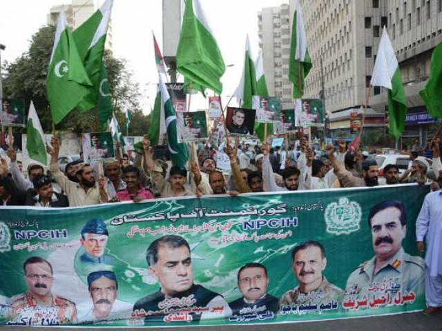 The participants shouted slogans expressing their admiration for Sharif and demanded the government extend his service period. PHOTO: ONLINE