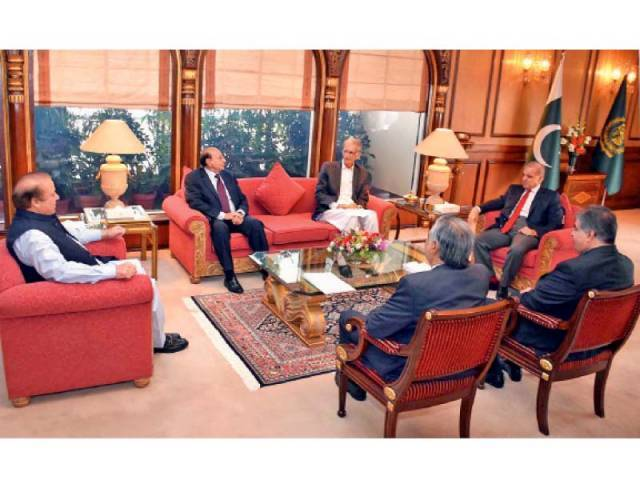 PM Nawaz meets four provincial chief ministers ahead of CCI meeting. PHOTO: INP