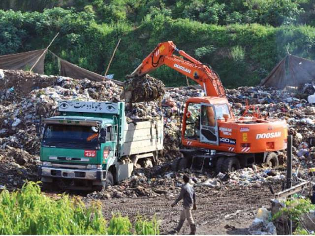 RWMC has allowed the contractor to set up a waste transfer station at a public park beside the RDA offices. PHOTO: ZAFAR ASLAM/EXPRESS
