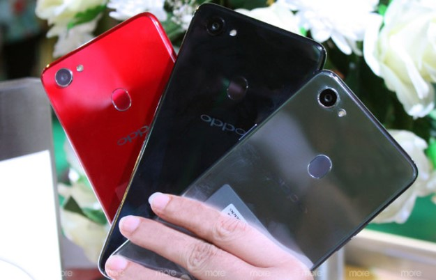 Oppo F5 comes in three astonishing colours: solar red, moonlight silver and diamond black.