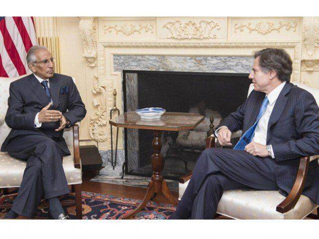 Tariq Fatemi in a meeting US ambassador David Hale. PHOTO: FILE